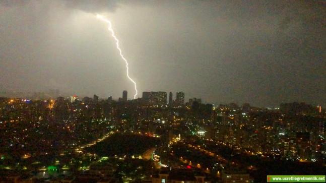 İstanbul'da Muhteşem Şimşek Şov! Gece Gündüze döndü! İzleyin!